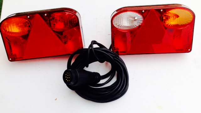 marktonline24 anh nger r ckleuchten set mit 13 poligen stecker 5 meter mit bajonettverschluss. Black Bedroom Furniture Sets. Home Design Ideas